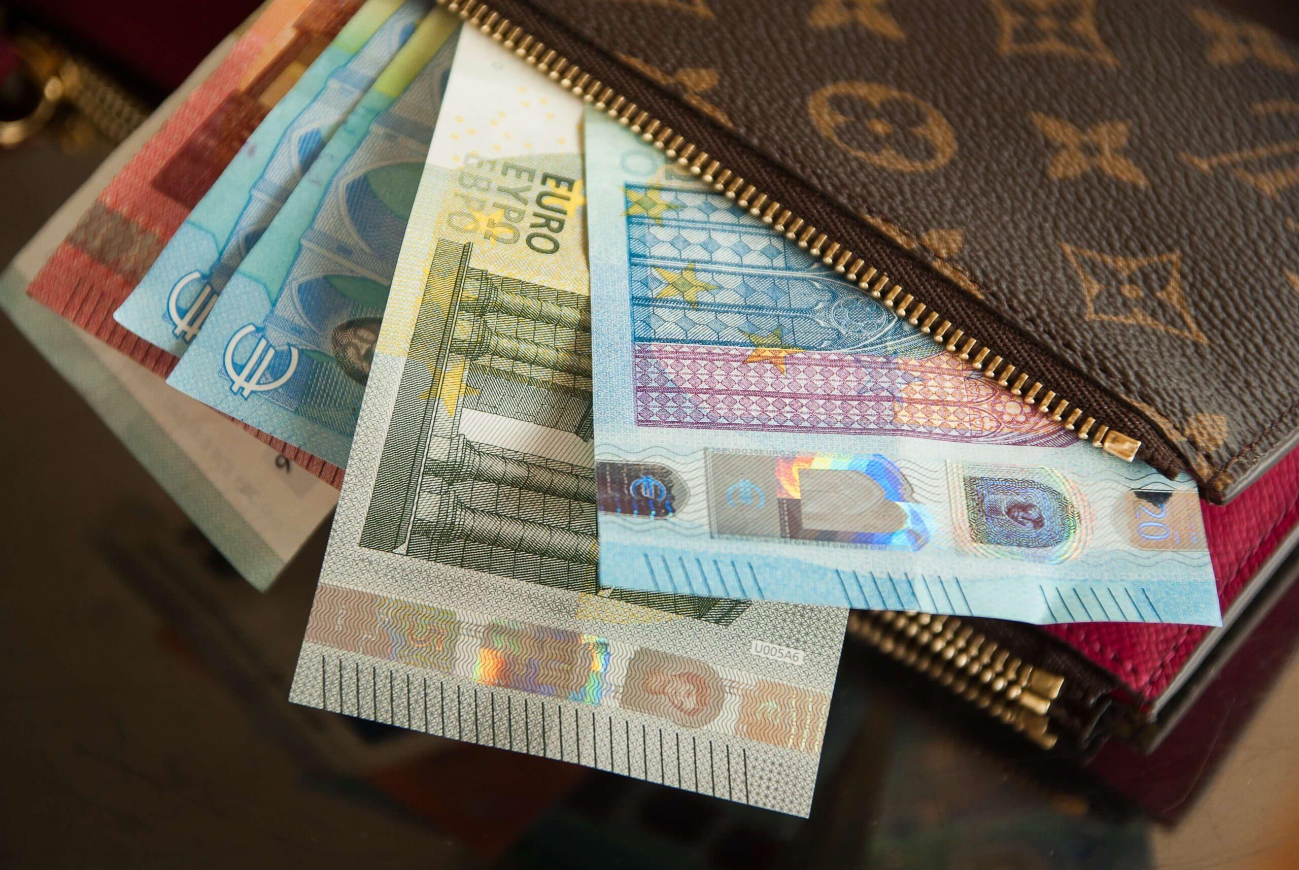 wallet 2302241 1